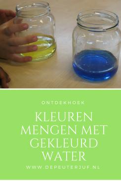 Nodig: Glazen potjes en verschillende kleuren gekleurd water