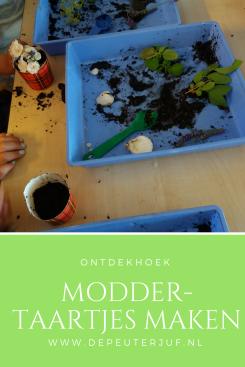 Nodig: Lage bekertjes, aarde en water om modder te maken, diverse dingen uit de natuur om de taartjes mee te versieren, lepeltjes om de modder in de bakjes te doen