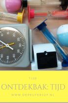 Nodig: Grote bak met voorwerpen die iets met tijd te maken hebben (stopwatches, zandlopers etc)