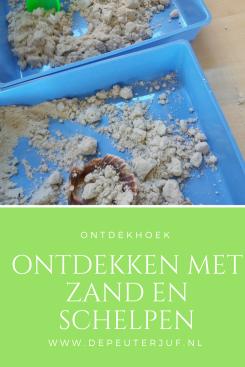 Nodig: Zand (eventueel Kinetic), schelpen, kleine schepjes en emmertjes, lage bakken