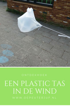 Nodig: Plastic tas, een touwtje
